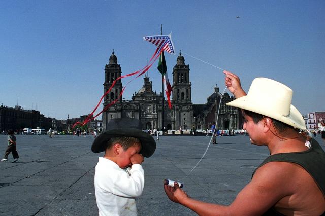 ¿Y si decidieramos pensando que siempre estamos en crisis? (Imagen: Papalote por MexAdrián)